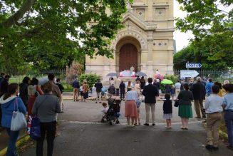Saint Germain en Laye : des catholiques toujours à la porte de l'église
