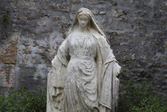 Une statue de la Vierge décapitée à Bayeux