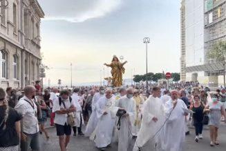 Assomption : les Marseillais à la rencontre de la Vierge Marie dans les rues du Panier