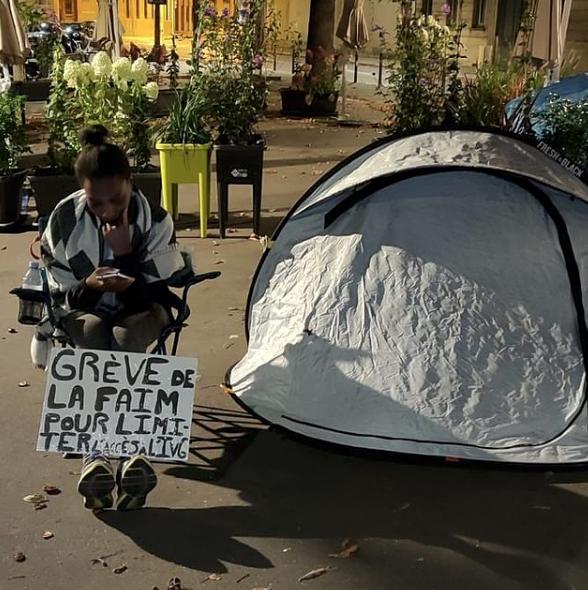 Contre l'avortement, elle entame une grève de la faim devant l'Assemblée Nationale